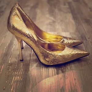 Guess Gold heels 9.5